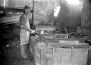 Horatio Lawrence boiling sap in Londonderry